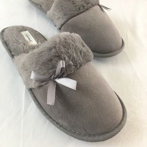 Soma Slippers Size Small 6/7